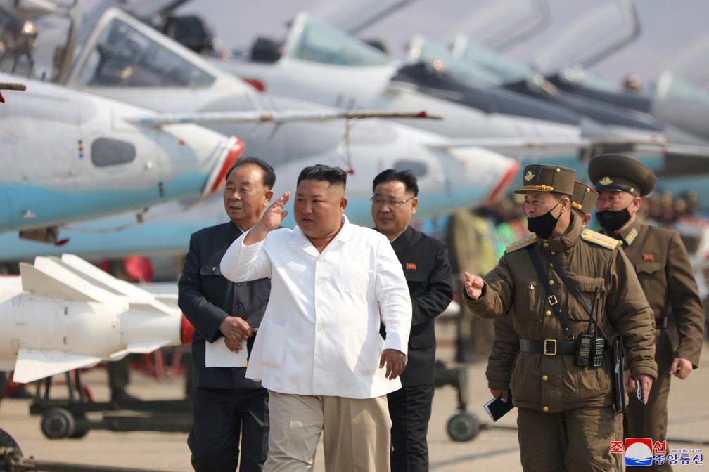 China manda equipe que inclui médicos para assessoria em relação a Kim Jong-un, diz agência