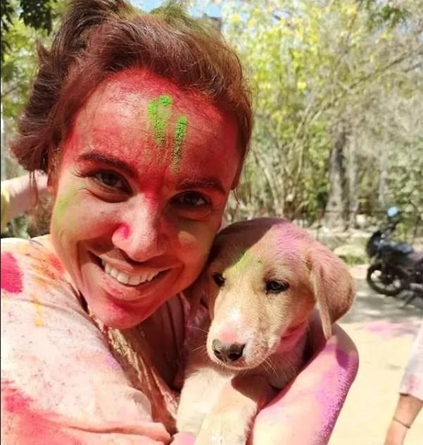 Brasileira isolada na Índia relata despejo de hotel e preconceito com quem insiste em sair