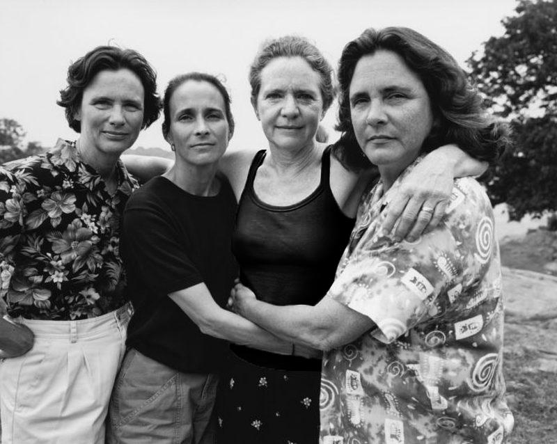 4 irmãs tiram foto do mesmo jeito por 40 anos – tente não chorar na última