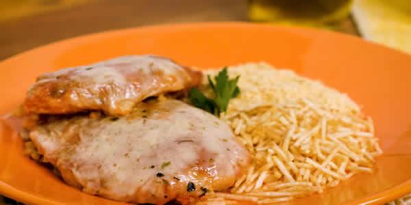 Receita: Filé de frango à parmegiana
