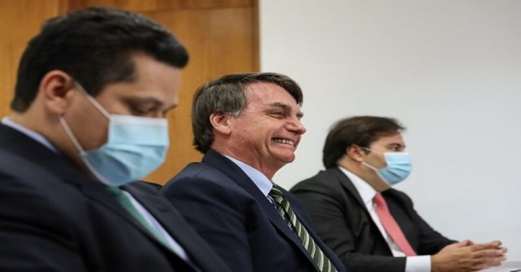 Justiça Federal obriga presidente a usar máscara, caso contrário deve pagar multa de valor exorbitante