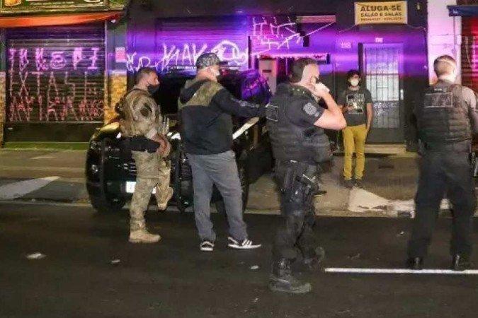 Blitz em SP fecha festa clandestina, bar e salão entre sábado e domingo